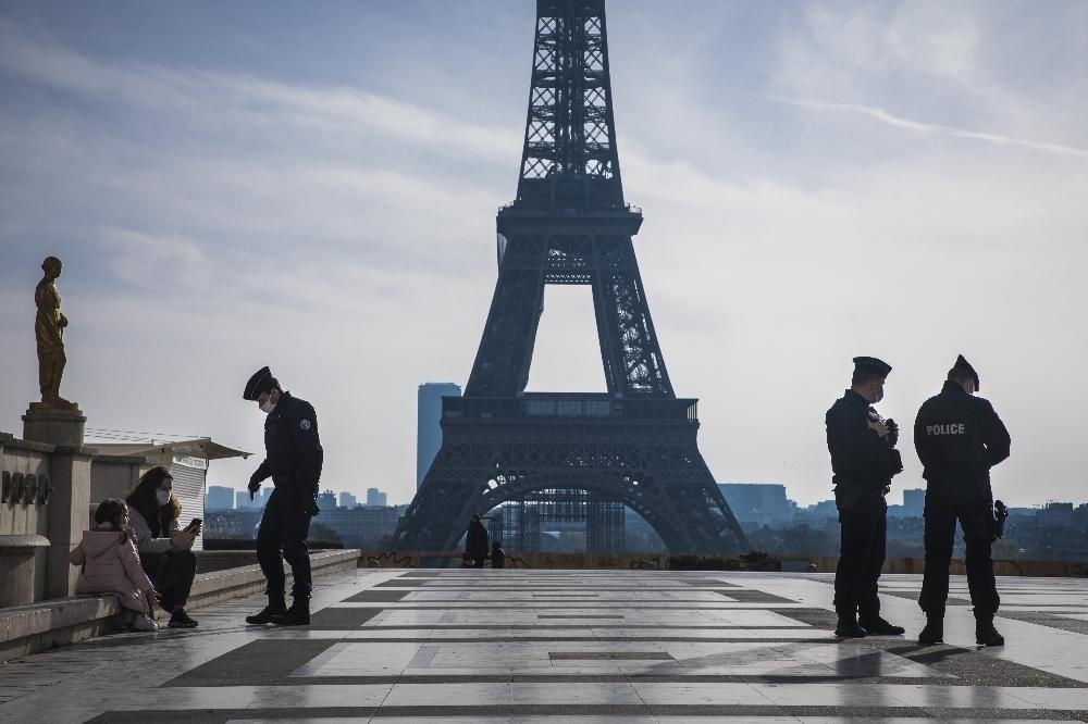 Fransa'da son 24 saatte 17 bin 881 yeni vaka