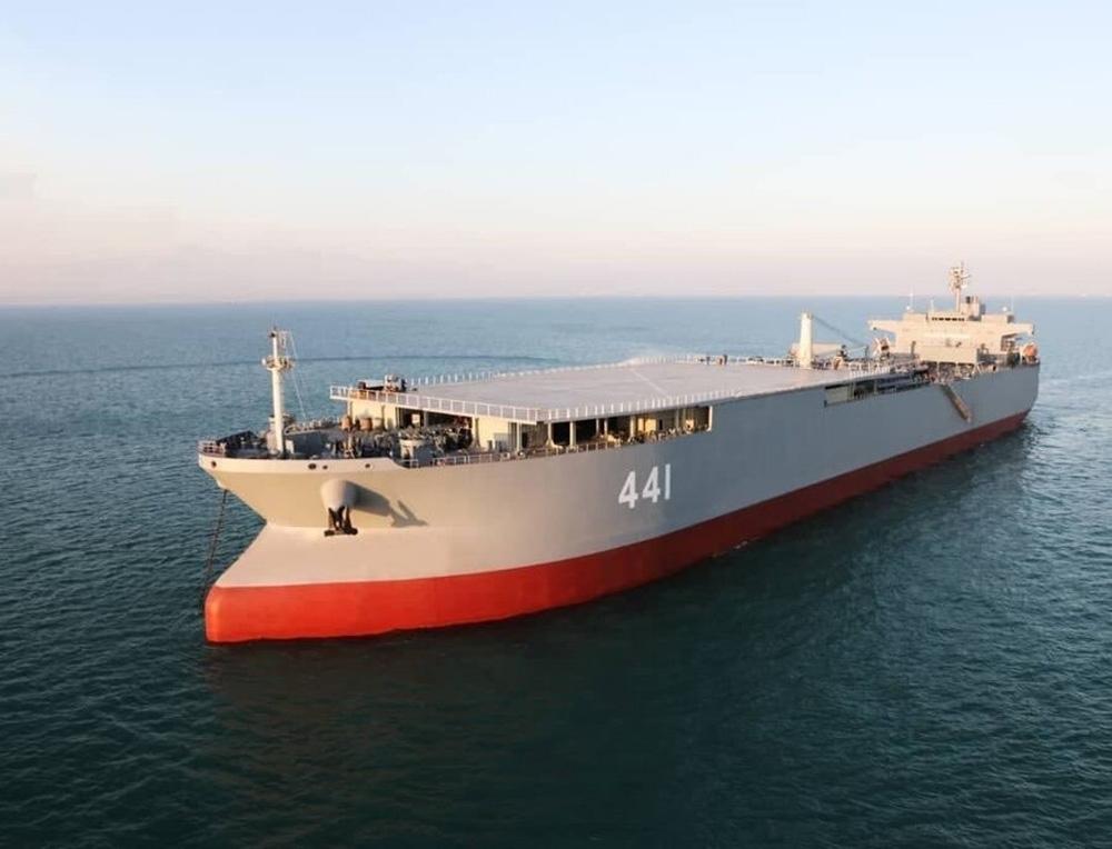 İran, tarihinin en büyük savaş gemisini tanıttı