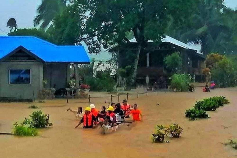Filipinler'de 51 binden fazla kişi Dujuan Fırtınası nedeni ile tahliye edildi