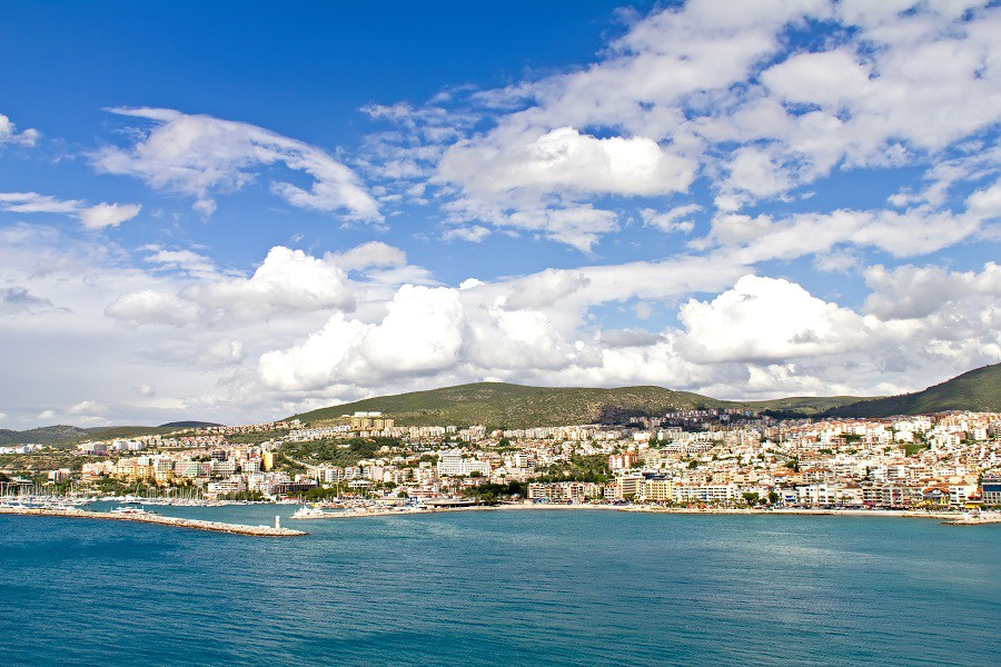 Ege Bölgesi'nde Bodrum, Kuşadası ve Marmaris tatilcileri karşılamaya hazırlanırken, İstanbul'a yakın olması sebebiyle Assos, Bozcaada ve Ayvalık da büyük ilgi görüyor. (Fotoğraf: Kuşadası)