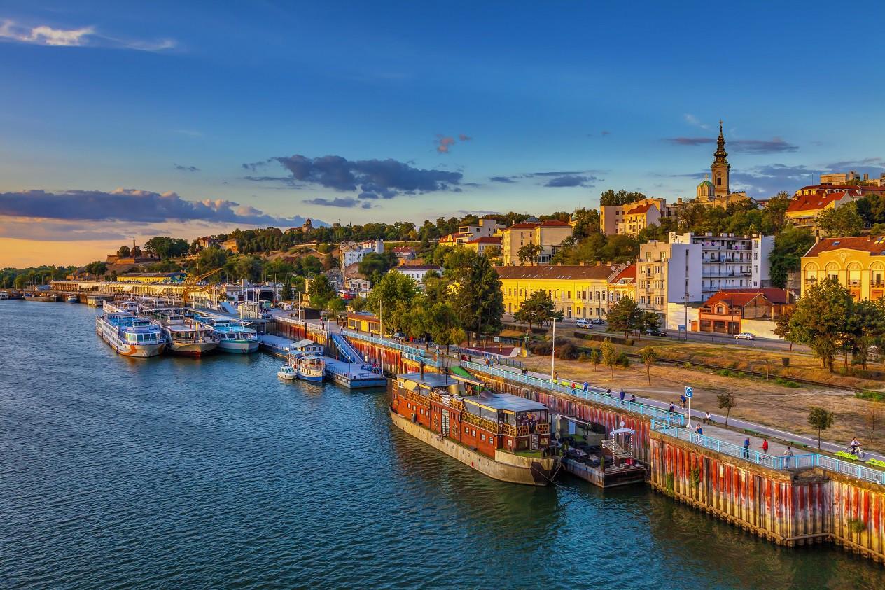 VİZESİZ SEYAHAT İSTEYENLERE Son dönemde Avrupa'nın en gözde tatil destinasyonlarından olan Belgrad, Saraybosna ya da Ukrayna seçenekleriniz arasında yer alabilir. Belgrad, yemyeşil parkları, tarihî meydanı, şehrin simgelerinden olan Belgrad Kalesi ile gezmeye doyamayacağınız bir şehir. (Fotoğraf: Belgrad)