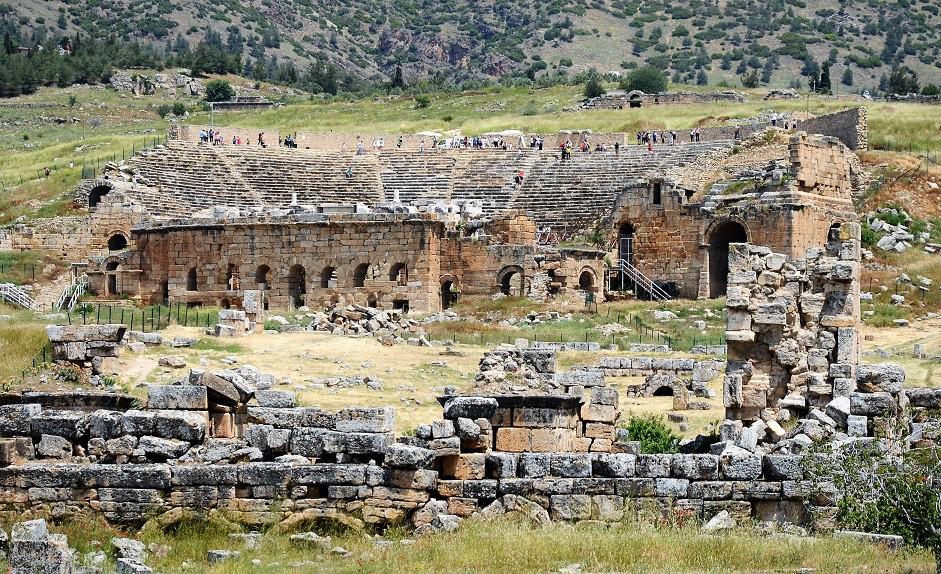 Asırlara meydan okuyup dimdik ayakta kalan devasa yapının, geceleri de aydınlatılıp bölgedeki turizm potansiyelinin artırılması bekleniyor.