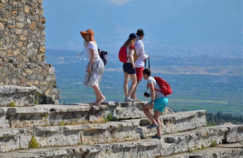 Denizli Turistik Otelciler Derneği (DENTUROD) Başkanı Gazi Murat Şen, aydınlatılma sayesinde bölgeye önce 3 ardından 5 milyon ziyaretçi hedefine ulaşılabileceğini söylüyor.