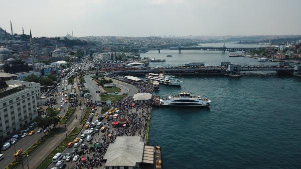 Eminönü'nde balık ekmek yiyenler, oradan Galata Köprüsü'nü kullanarak, Karaköy ve Tünel'e kadar gittiler.