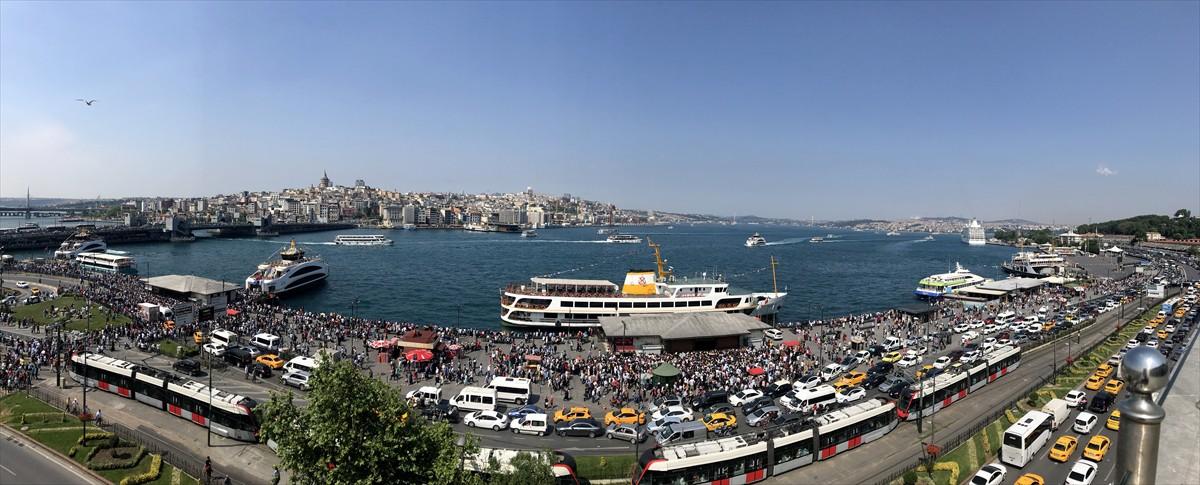İstanbul'un güzide ilçeleri arasında yer alan Adalar da vatandaşların bu bayramda akın ettiği yerlerin başında yer aldı.