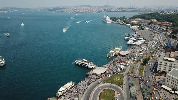 Çeşitli nedenlerle Güney'e ve diğer illere gidemeyen halk, İstanbul'un denize kıyı semtlerini tercih etti.