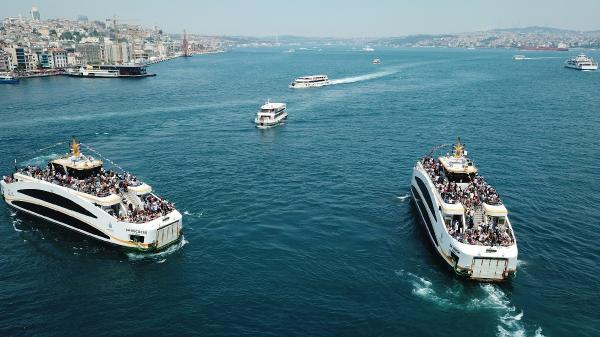Dün İstanbul bir başka güzeldi. Tepede güneş, açık bir hava vardı ve görüş mesafesi çok iyiydi. Haliç ve Boğaz bütün ihtişamı ile gözlere hitap ediyordu.