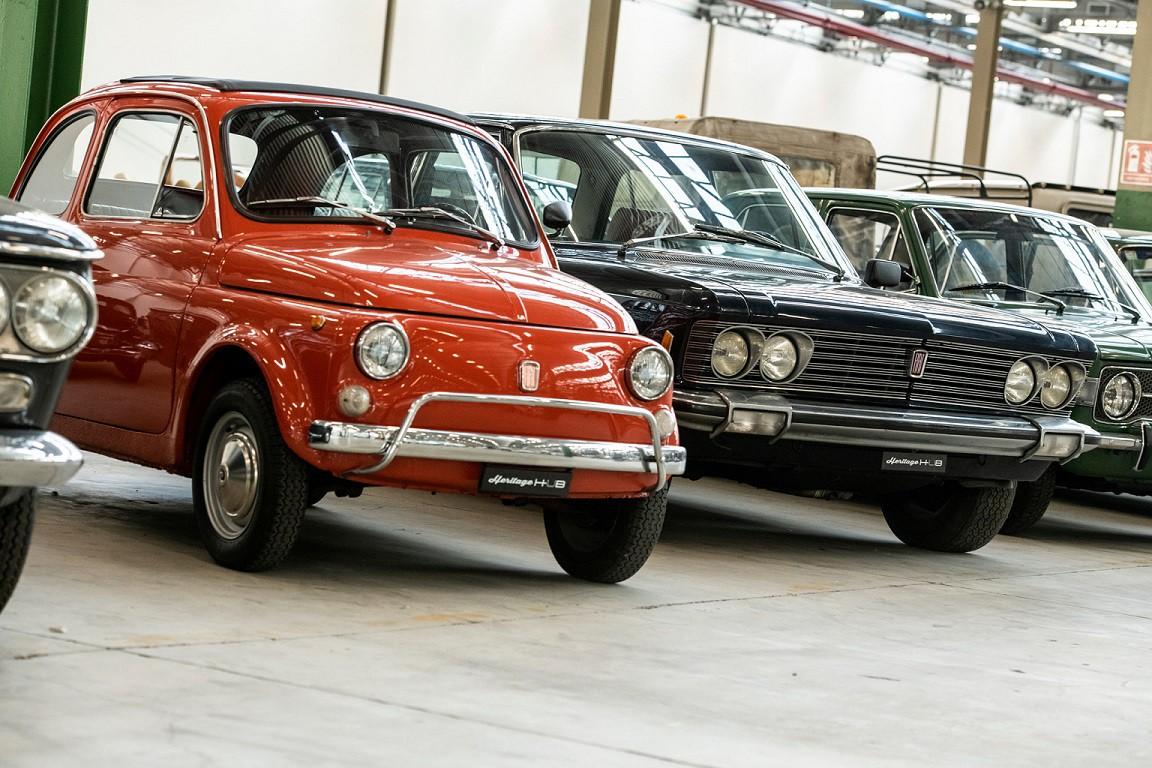 """Fiat Chrysler Automobiles, (FCA) 3 farklı lokasyonda yer alan ve ziyaretçilerini otomobil tarihinde adeta bir yolculuğa çıkaran """"FCA Heritage"""" tesislerinden dördüncüsünü, İtalya'nın Torino kentindeki Mirafiori sanayi kompleksi içerisinde bulunan Fiat'ın tarihi üretim tesislerinde devreye aldı. Önceki adı """"Officina 81"""" olan üretim tesisindeki """"Heritage Hub"""" (Miras Merkezi) adı verilen binada, ziyaretçilere geçmişten bugüne Alfa Romeo, Fiat, Lancia ve Abarth markalarının en eşsiz modelleriyle; tasarım ve performans alanındaki birikimine tanıklık etme imkanı sunuluyor."""