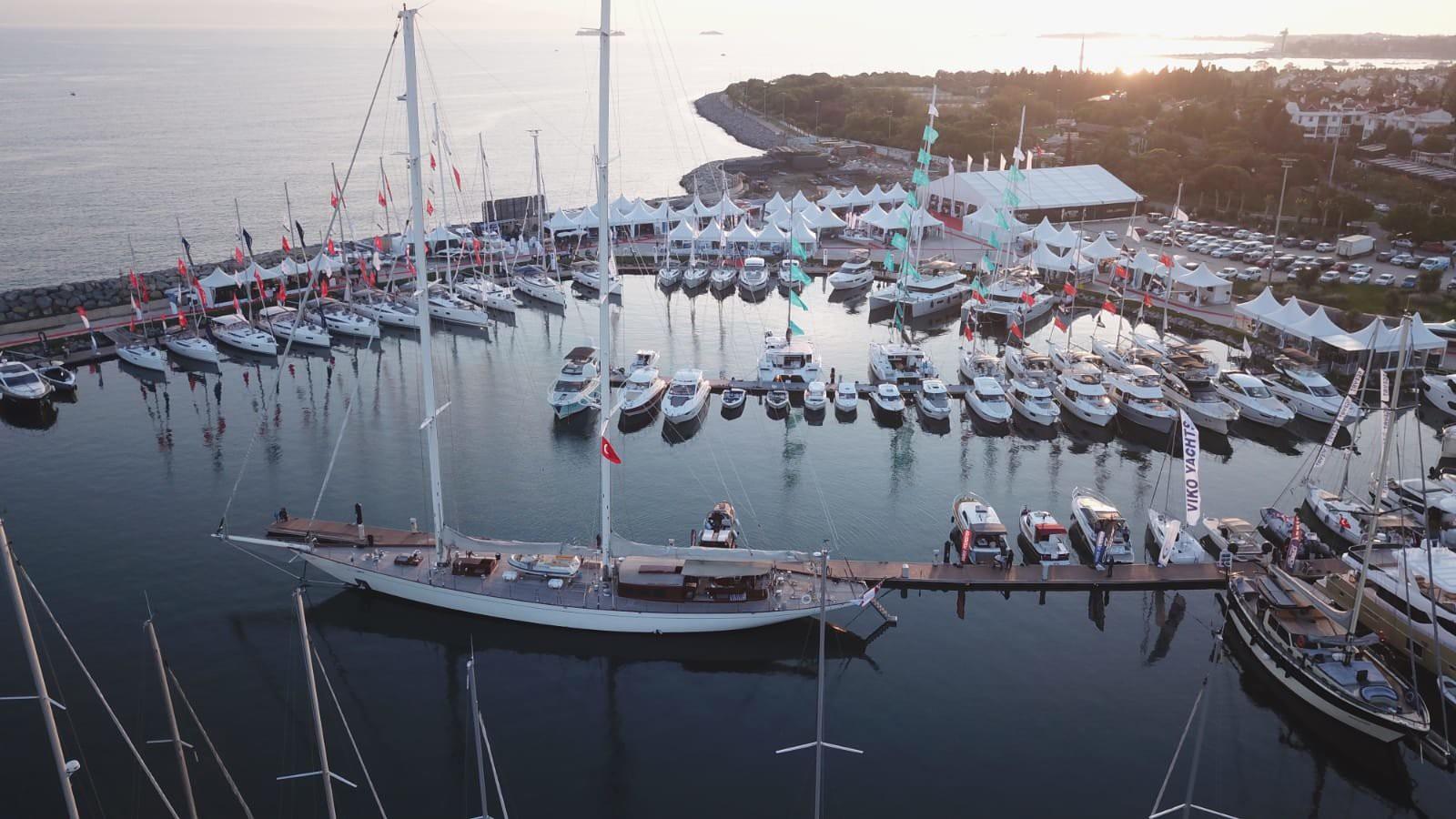 MARİNALAR TURİZM GELİRİNİN KREM KRAMA TABAKASI / Ultra lüks mega yatlar, motor yatlar, katamaranlar, yelkenliler, motoryat, sürat teknesi, hybrid tekneler, deniz motosikletleri, motorlar, bot ve guletlerin yani denizde konfordan vazgeçemeyenlerin buluşma noktası marinalar da bir turist geldiğinde yeteri kadar harcama yapacağı için bu amaca hizmet edecek destinasyonlardan. (Fotoğraf: İstanbul Tuzla Viaport)