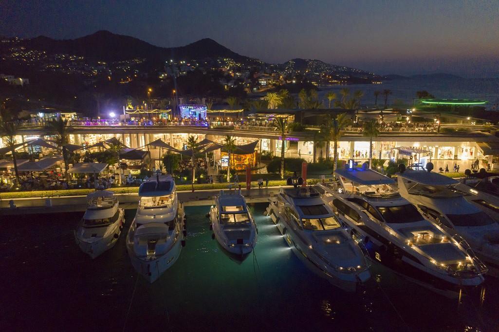 Marinaların gündüzü kadar gecesi de ünlü. (Fotoğraf: Bodrum Yalıkavak Marina)