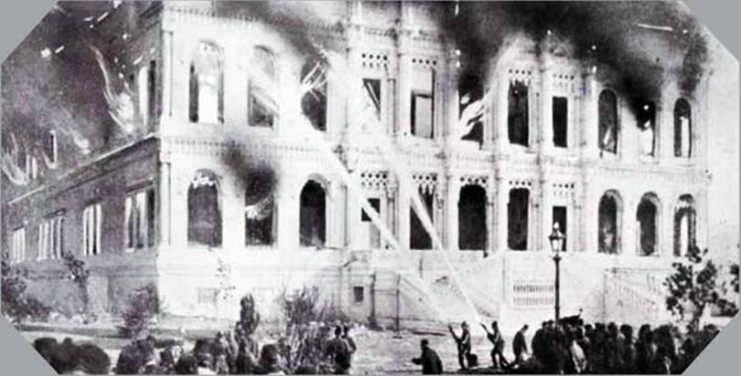 YANGIN 1910'da çıkan Çırağan Sarayı yangını, binayı büyük ölçüde tahrip etti. Bu fotoğrafta, yanan Çırağan Sarayı'ndaki ateş söndürülmeye çalışılıyor.