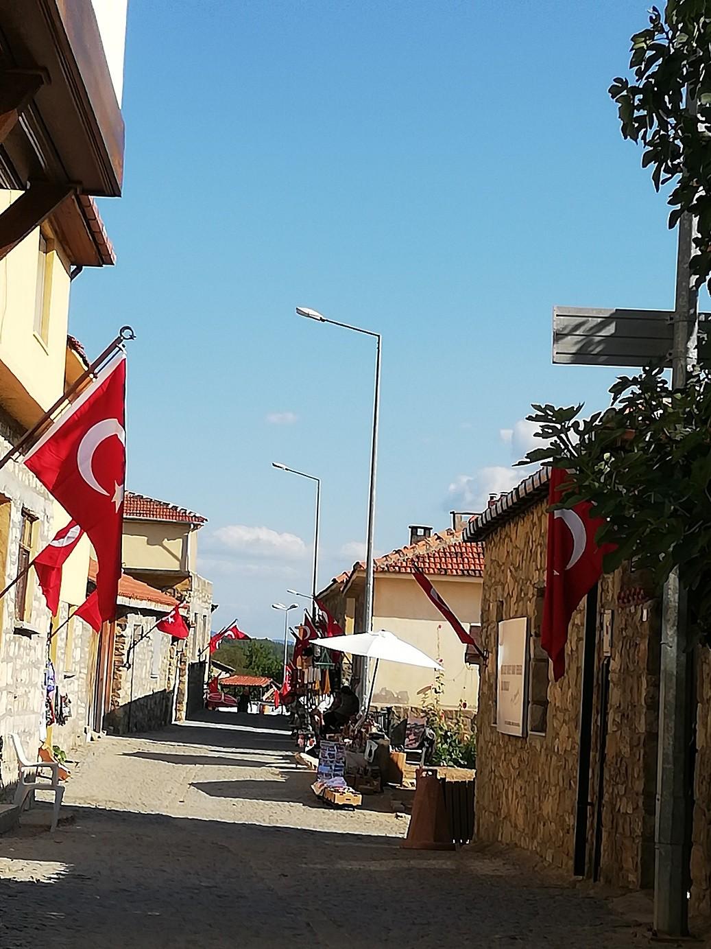 KÖYÜ DÜNYA TANIYOR Bu tarihi özellikleriyle özelliği ile Bigalı köyünü sadece Türkiye değil tüm dünya tanıyor.