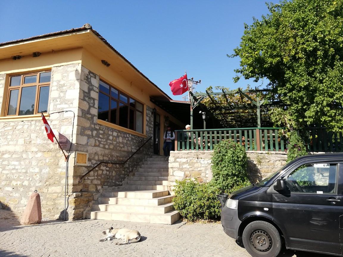 ATA'NIN ZİYARETİNİN İZLERİ Bigalı köyü günümüzde, Mustafa Kemal Atatürk'ün Çanakkale Savaşı sırasında yaptığı bu ziyaretin anıları ile nefes alıyor ve tarihi yaşatıyor.