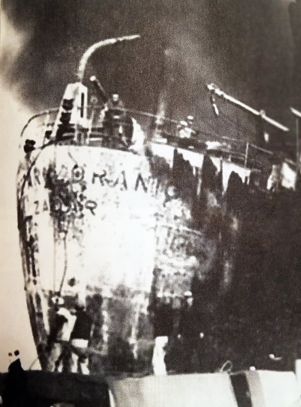 TANKER ÇARPIŞMASI 14 Aralık 1960'da Boğaz'da facia gerçekleşti. İki tanker çarpıştı ve 52 kişi öldü. Yunan bandıralı World Harmony tankeri ile Yugoslav bandıralı Petar Zoraniç tankerinin çarpışmasından dolayı her iki tankerde de yangın çıktı. Yangın ve patlamada 52 denizci hayatını kaybetti. Fotoğrafta Petar Zoraniç isimli Yugoslav tankerin kazadan sonraki hali görülüyor.