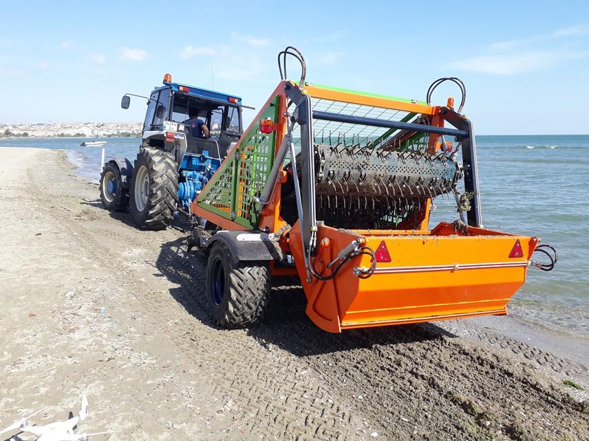 AMACI KIYILARI TEMİZLEMEKTİ Batman, denize kıyısı olan Silivri'de deniz kumunu ve yosunları temizlemenin güçlüğünü görerek, bir makine tasarladı. Bunu ilçesine ve denize kıyısı olan tüm turizm noktalarına ulaştırmayı hedefledi.