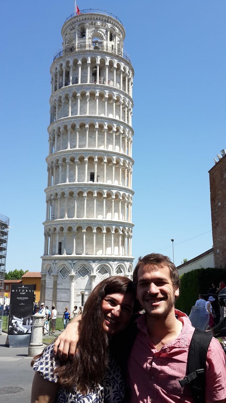 """KATEDRAL DAHA ÖNCE YAPILMIŞ Burada Katalolik Klisesi olan """"Pisa Katedrali"""" var. Katedral, 1063-1090 yılları arasında yapılmış."""
