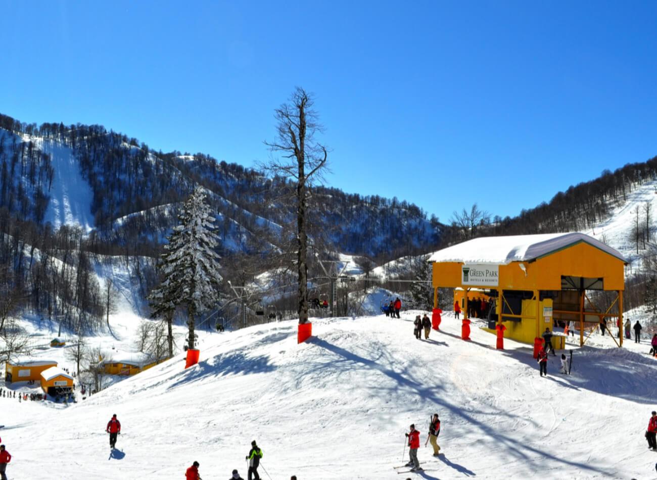 KOCAELİ - KARTEPE / Yılbaşı tatilinde aradığınız şey huzur ve sakinlik ise Kartepe sizin için doğru yer. Eğer canınız kayak yapmak istiyorsa da Kartepe, 4 bin üzeri kişilik, 12 ayrı piste sahip.