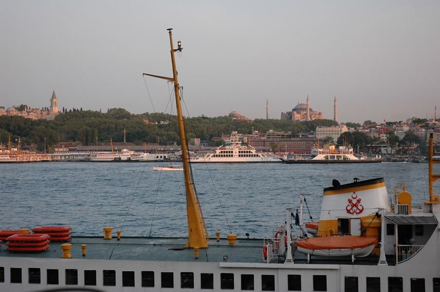 Karaköy'den Eminönü kıyılarına bakmaknın güzelliği nerede var?