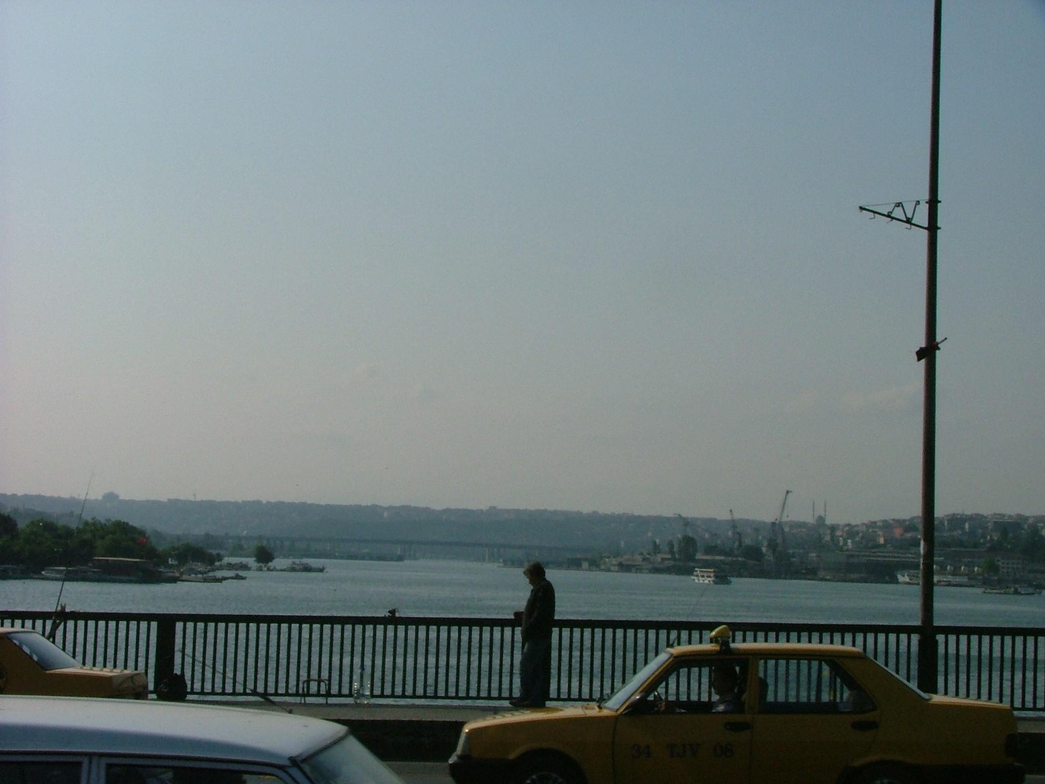 HALİÇ TERSANELERİ  Osmanlı teknoloji ve sanayi tarihinin önde gelen tesislerinden olan Haliç Tersaneleri, Haliç, Camialtı ve Taşkızak Tersaneleri olmak üzere üç tersaneden oluşuyor. 1455 yılında Fatih Sultan Mehmet tarafından yaptırılan tersanelerden Haliç ve Camialtı Tersaneleri günümüzde Türkiye Denizcilik İşletmeleri A.Ş.'ne, Taşkızak Tersanesi ise, T.C. Deniz Kuvvetleri Komutanlığı'na bağlı. İşlevini sürdüren tersanelerde gemi inşa kızakları, kuru havuzlar, vinçler olmakla birlikte, tasarım, modelleme, döküm atölyeleri, motor bakım ve onarım fabrikaları yer alıyor.