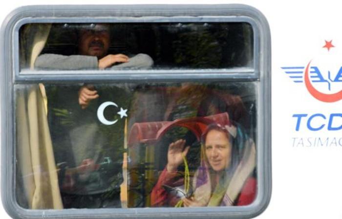 KIRIKKALE, KAYSERİ, SİVAS, ERZİNCAN VE ERZURUM  Ankara'dan hareket edip karın beyaza bürüdüğü Kırıkkale, Kayseri, Sivas, Erzincan ve Erzurum güzergahında ilerleyen tren, 1.310 kilometre yol katettikten sonra son durağı olan Kars'a ulaşıyor.