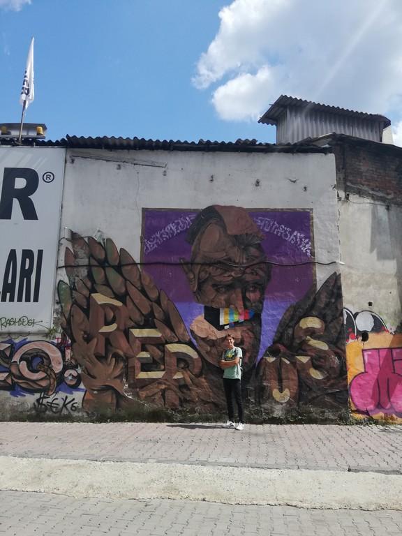 Gençler bölgeye gelmeye başlayınca grafiticiler de onlarla birlikte akın etti.