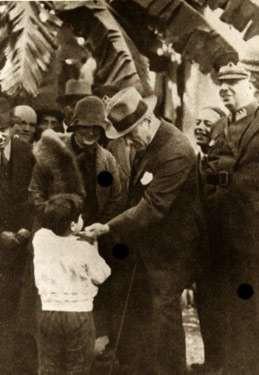 Ancak, bu armağan çocukların ülkelerine karşı duydukları bağı kuvvetlendirmiş ve bir sorumluluk vermiştir.