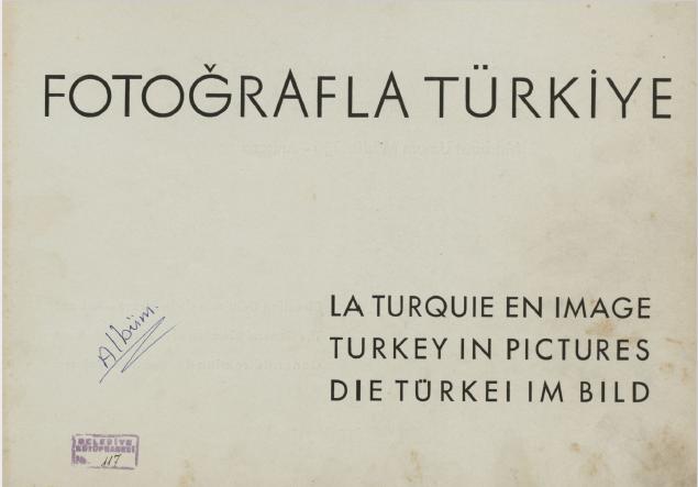 Bu albüm, siyah beyaz fotoğraflardan derlenerek Türkiye'nin çeşitli köşelerini bir araya getiriyor.