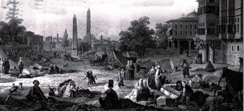"""Salgınlara karşı alınan hijyen önlemleri, evde kalmak, salgının merkezinden uzaklaşarak korunmak ve ihtiyaç malzemelerinin fahiş fiyatlarla satarak fırsattan yararlanmaya çalışmak gibi konu başlıkları daha önce de yaşandı. OSMANLI İMPARATORLUĞU SALGINLARI DA KARANTİNALARI DA YAŞADI Üç kıtaya yayılmış Osmanlı İmparatorluğu da bu salgınlarla uzun yıllar mücadele etti. O zamanlarda da en etkili siyah """"karantina""""ydı. Hatta bir dönem gerekli görülmesi üzere """"Karantina Nazırlığı"""" bile kuruldu. OSMANLI, SALGINLAR KARŞISINDA KADERCİ DEĞİL MÜCADELECİ OLDU Osmanlı Devleti'nin salgın hastalıklara bakış açısında, sanılanın aksine kadercilik ve teslimiyet değil, önlem alarak mücadele etmek düşüncesi hakimdi. Fatih Sultan Mehmed'in Ege adalarından Limni'yi Venediklilerden almak istemesinin nedenlerinden birisinin adada yetişen bitkilerden ilaç yapmayı amaçlaması, bu düşüncenin kanıtlarındandır. ÇİÇEK, KOLERA VE VEBA Tarihe dönüp bakıldığında salgın hastalıkların dünya üzerinde en çok hatırlananı çiçek, kolera ve veba oldu.   (Sultanahmet'teki İbrahim Paşa Sarayı ve At Meydanı-1524) OSMANLI DEVLETİ'NDE İLK RESMİ SALGIN 1524'TE YAŞANDI Osmanlı Devleti'nde önceki tarihlerde görülmüş olsa da resmi olarak ilk salgın vakası Kanuni dönemine rastgelen 1524 yılında görüldü. Yeniçerilerde görülen """"taun"""" yani """"veba"""" ülkeye girmesin diye, askerler sınırda günlerce bekletildi. Ancak kendileri ve kıyafetleri yıkandıktan sonra ülkeye girişleri sağlandı. Tabii bu vebanın İstanbul'da ilk tanışması değildi."""