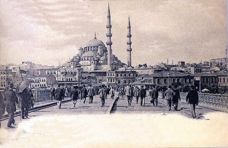 (Galata) ABDÜLHAMİD VİRÜS İLE MÜCARDELEDE KARARLIYDI Osmanlı'daki mikrobiyoloji çalışmalarının geçmişi çiçek aşısı çalışmalarıyla başladı. 2'nci Abdülhamid döneminde çok önemli uzmanlık alanlarından birisi haline geldi. İstanbul'da büyük bir kolera salgınının çıkması üzerine, Abdülhamid Han, bu ölümcül hastalık için çeşitli tedbirlere başvurdu.