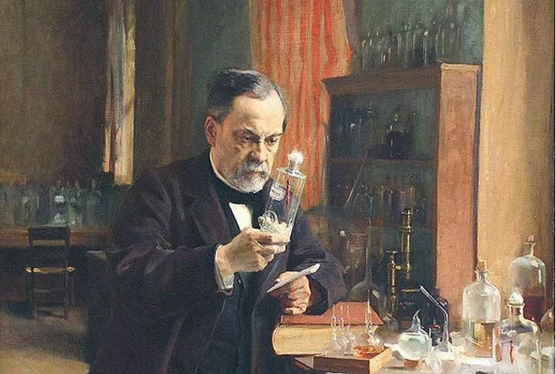 """(Louis Pasteur) PASTEUR, ABDÜLHAMİD'İN DİKKATİNİ ÇEKTİ Louis Pasteur, 27 Ekim 1885 tarihinde Paris Tıp Akademisi'nde """"Isırıldıktan Sonra Kuduzdan Korunma"""" adlı bir bildiri yayınladı. Bu bildiride kuduz virüsü bulaşmış olsa bile kişinin tedavi edilebileceğini iddia ediliyordu. Aynı bildirinin 31 Ekim tarihinde İstanbul'da da yayınlanmış olması, bir anda Abdülhamid'in dikkatini bu bilim insanına çevirmesini sağladı. TÜRKİYE'DE KUDUZ AŞILARI YAPIMI BAŞLADI Pasteur ile temas kurup, bilimsel çalışmalar yürütmek üzere yaklaşık 6 ay boyunca Paris'te kalan heyet, ülkeye döndükten sonra """"Dar'ül Kelb Ameliyathanesi""""nde kuduz aşıları yapmaya başladı."""