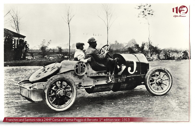 """24 HP CORSA ARDINDAN GELDİ Yakalanan bu beğeni ve başarıyı daha da ivmelendiren tasarımcı Merosi, 1911 yılında 24 HP Corsa'yı geliştirdi. Daha hafif, daha güçlü ve daha fazla çekiş gücüyle günümüzün GTA otomobilleri mantığında tasarlanan araç, yarış dünyasına da adım attı. 24 HP Corsa; 1913 yılında Parma-Poggio di Berceto yarışında pilot Nino Franchini ile genel klasmanda ikinci ve kendi kategorisinde birincilik başarılarını elde etti.  BİR ADIM SONRASI: 40/60 HP  24 HP Corsa'nın yarış dünyasındaki bu başarısının ardından Merosi, yeni bir motor konseptiyle yeni bir yarış otomobili üretmeye karar vererek 1913 yılında 40/60 HP'yi geliştirdi. İtalyan Kont Ricotti'nin talebi üzerine, karoser üreticisi Castagna'ya bilimsel prensiplere uygun aerodinamik bir modelleme sipariş edildi. Çalışmalar sonunda ise adeta Jules Verne'in bilimkurgu romanlarından çıkmış görünümüyle, 139 kilometre/saat hıza ulaşabilen sıra dışı otomobil 40/60 HP Aerodynamic Ricotti Torpedo üretildi.  Alfa cephesindeki bu gelişmeler esnasında Birinci Dünya Savaşı'nın başlaması ise hayatın seyrini tamamen değiştirdi. Değişen sosyal ve ekonomik koşullarla birlikte Portello fabrikası, Nicola Romeo&Co adındaki şirket tarafından satın alındı ve uçak motorları ile mühimmat üretmek üzere dönüştürüldü. Tesis, doğrudan ABD'den satın alınan takım tezgahları ve ekipmanlarla donatılmış yeni bir eritme ve dökümhane ile şekillendi. Çalışan sayısı kısa sürede 1.200'ün üzerine çıktı. """"ALFA ROMEO"""" ADI SAHNEDE İlerleyen süreçte İtalya Krallığı'nda senatörlük de yapacak olan mühendis Nicola Romeo, savaş sırasında """"Costruzioni Meccaniche di Saronno"""", Roma'daki """"Officine Meccaniche Tabanelli"""" ve Napoli'deki """"Officine Ferroviarie Meridionali"""" gibi büyük makine mühendisliği şirketlerini satın aldı. Romeo, """"Mühendis Nicola Romeo Anonymus Co."""" adlı şirketiyle Alfa'yı tamamen satın aldıktan sonra, önceki sahipleriyle isim haklarıyla ilgili bir sorun yaşamamak adına, ürettiği otomobilleri Alfa Romeo ismiyle satmaya karar verdi.  """