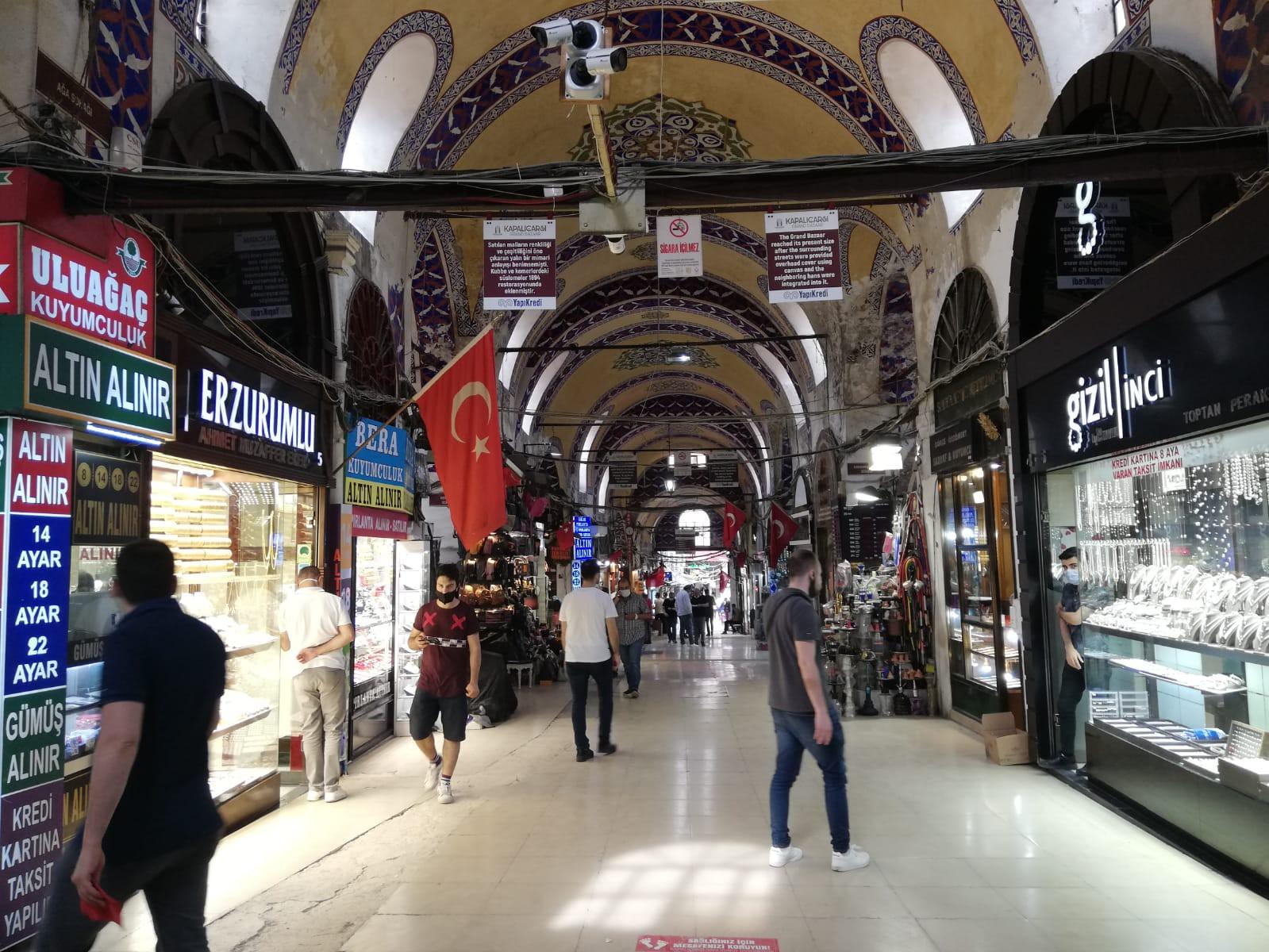 İstanbul, Beyazıt semtinde 1461 yılında kurulan ve kurulduğu yıldan günümüze kadar açık olan Kapalı Çarşı, günümüzde en sönük günlerine yaşıyor.