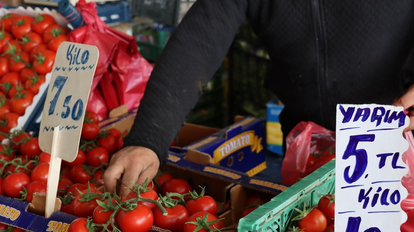 Ramazan alışverişine çıkan vatandaşlar fiyatlardan şikayetçi