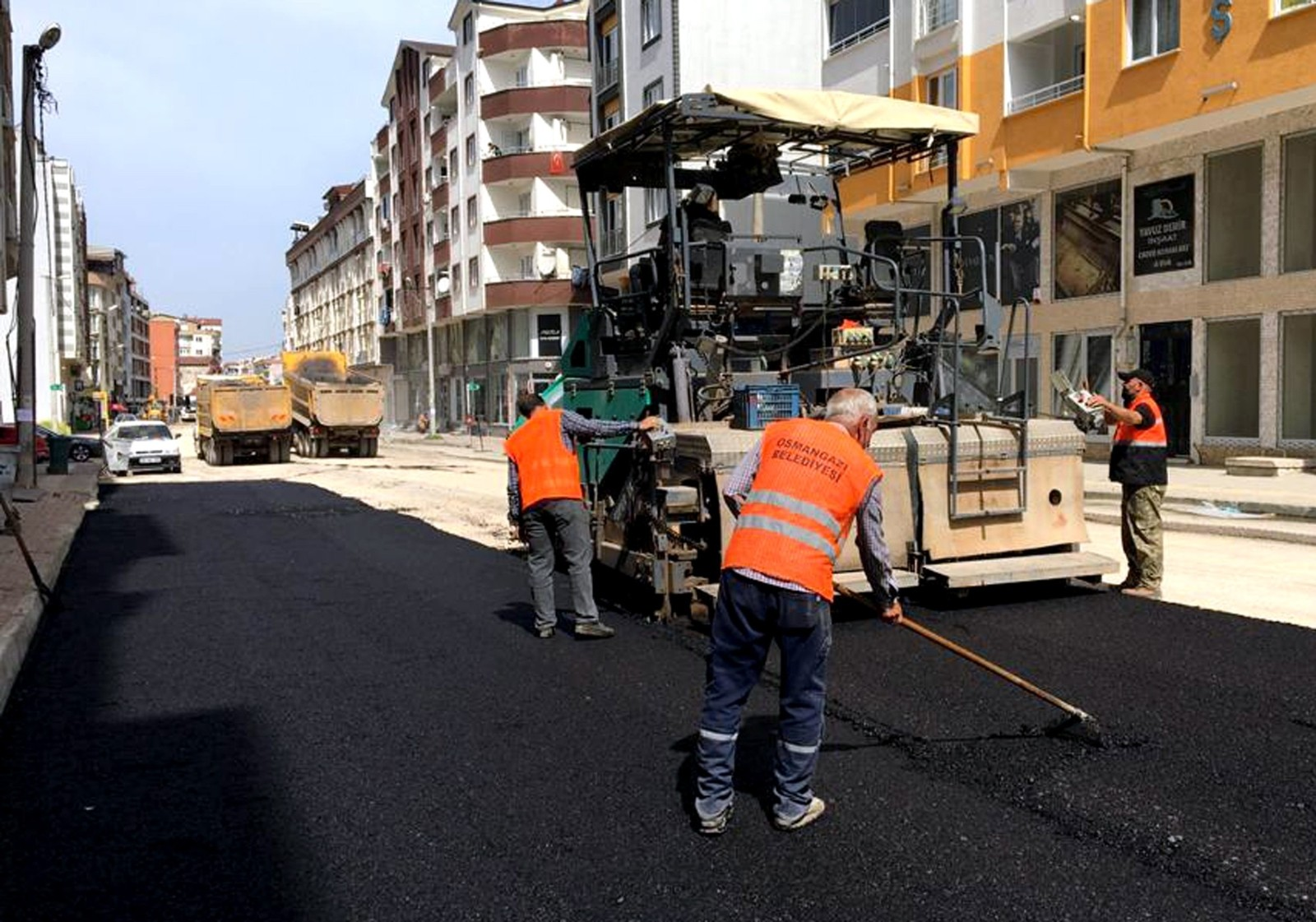 Osmangazi'de yollar asfaltla yenileniyor