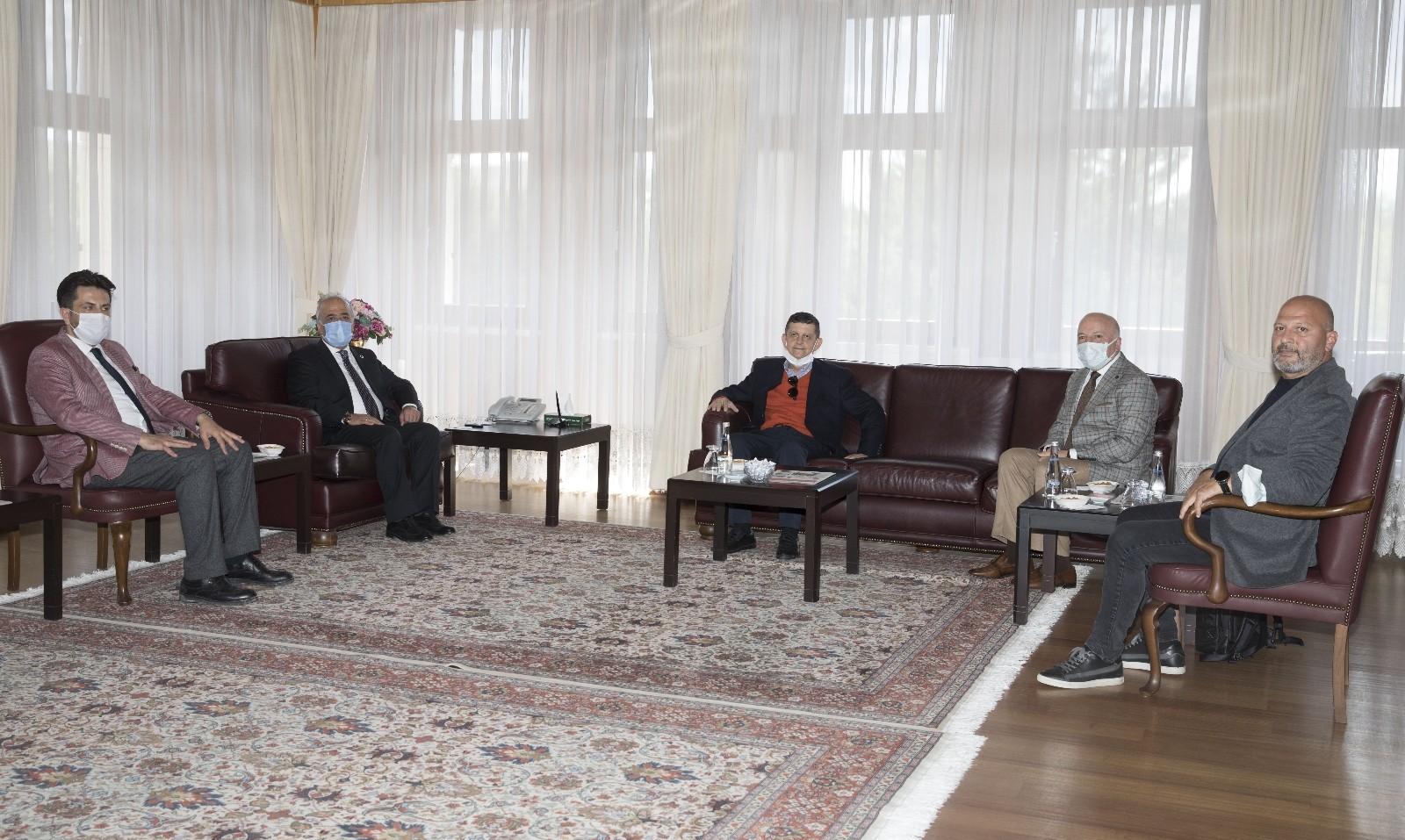 İş insanları Atatürk Üniversitesini ziyaret etti