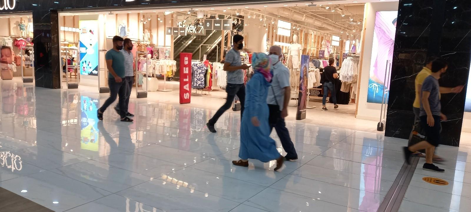 Alışveriş merkezlerinde bayram yoğunluğu