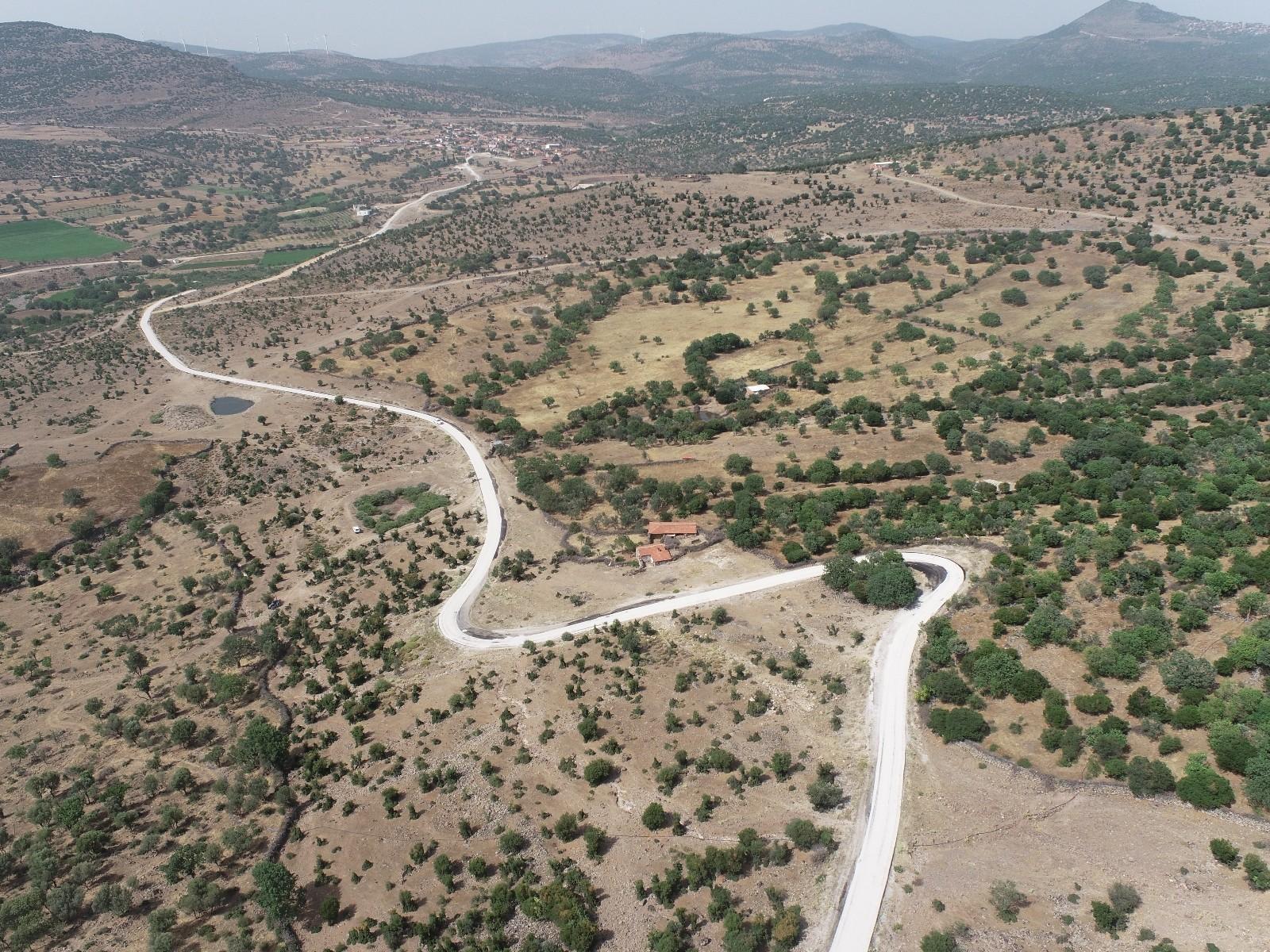 Manisa'da 250 kilometrelik yol ağı kısa sürede asfaltlandı