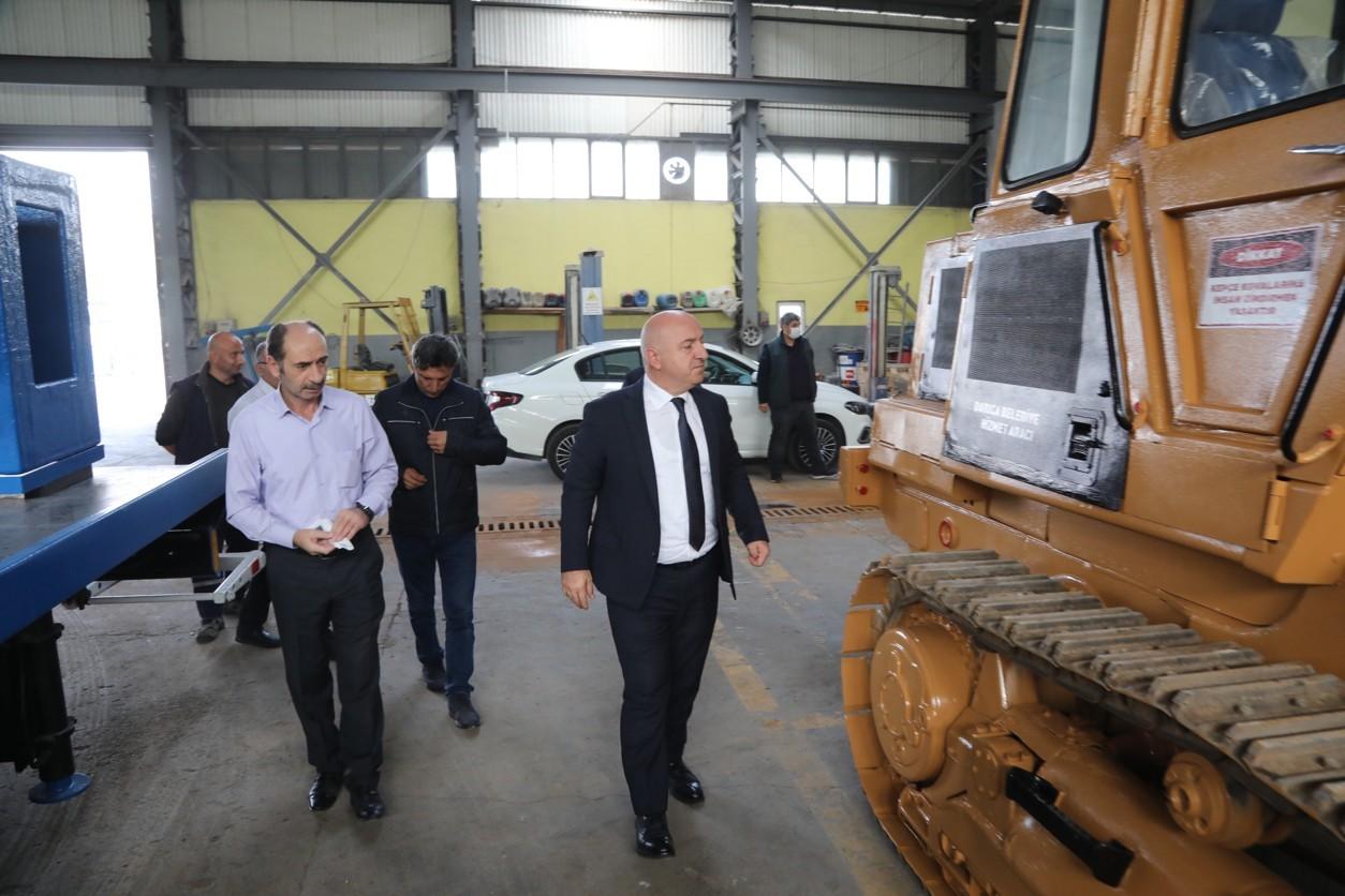 Darıca Belediyesi araçlarını tamir ederek tasarruf sağlıyor